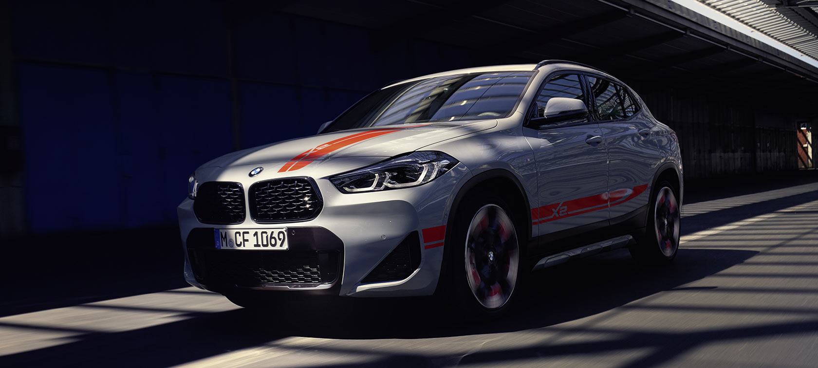 Vista anteriore della BMW X2 2020 F39 Brooklyn Grey